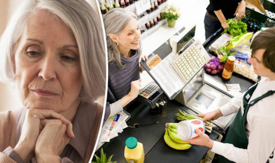 A kasszás belekötött a nyugdíjas hölgybe, mert nem óvja a környezetet. A néni válasza után nem jutott szóhoz