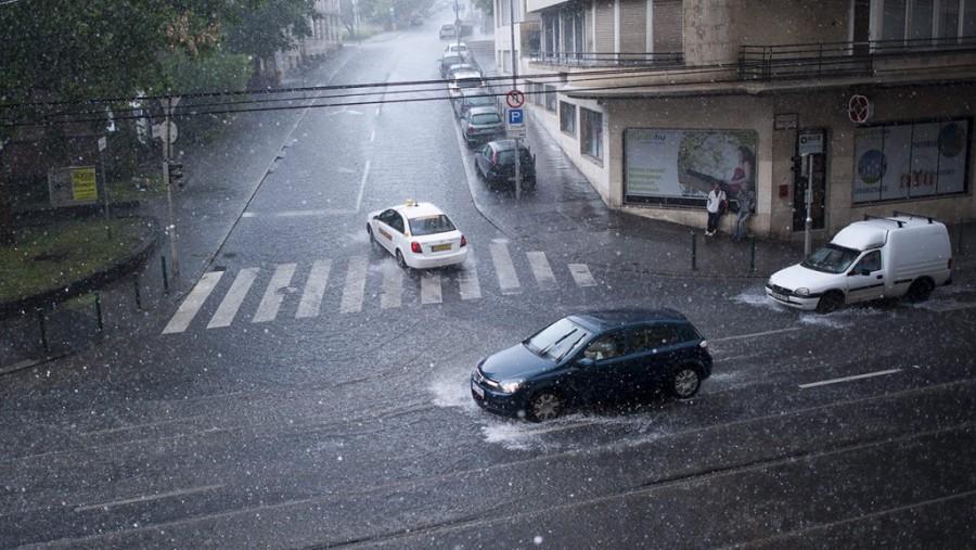Kiadta a riasztást az OMSZ: Durva idővel csap le a vihar az országra!