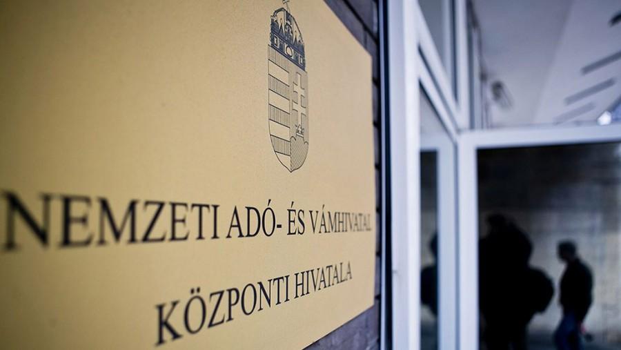 Súlyos csapás érte a magyar sztárt! Nemsoká a NAV is rászáll