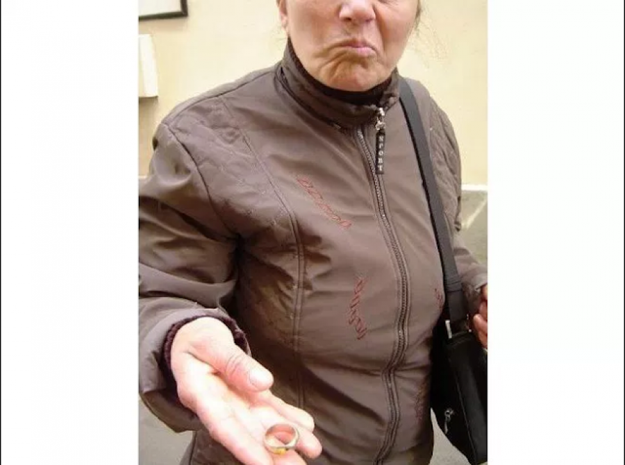 Így akart ma átverni egy cigány asszony, Kőbánya Kispesten! Először azt hittem, hogy szerencséje van, aztán rájöttem, hogy én vagyok az áldozat! Vigyázzatok!