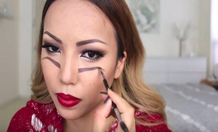 A nő rajzolt 2 szemöldököt az arcára. Hogy miért? Nem fogsz hinni a szemednek!