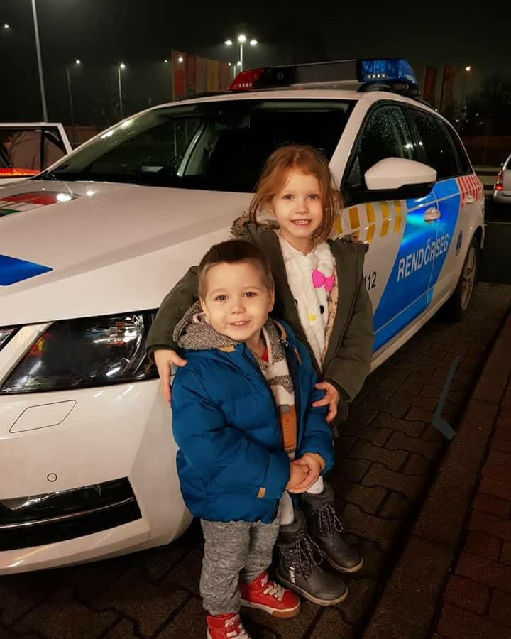 Olyat tett tegnap ezzel a két gyerekkel ez a rendőr amit meg kell tudnia a feletteseinek! - Tessék osztani