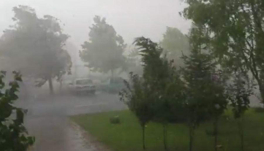 Friss: 16 megyére adtak ki riasztást! Óriási Vihar jön szombaton! - 3 cm-es jégdarabokra figyelmeztet a meteorológia!
