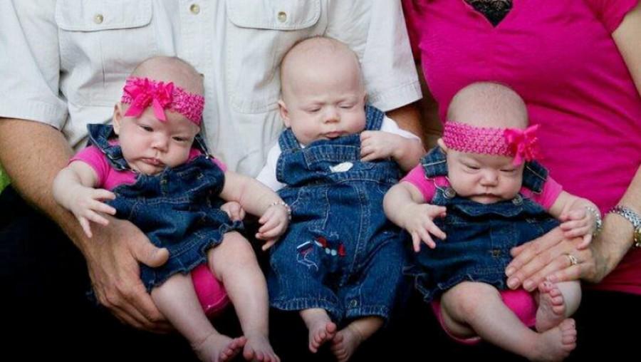 A házaspár hármas ikreket fogadott örökbe, egy hétre rá a férj sokkoló hírt kap a kórházból