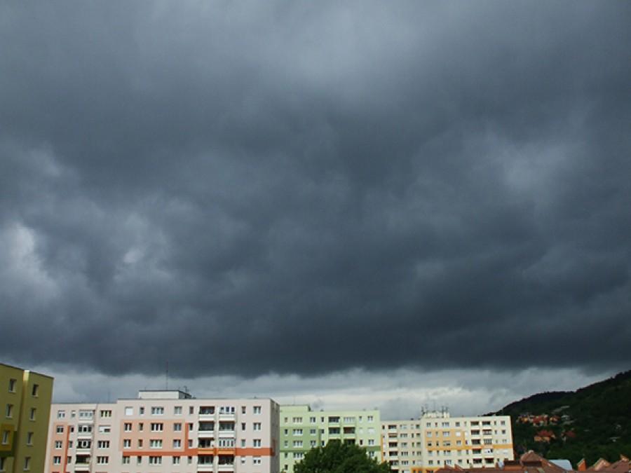 Kiadták a másodfokú riasztást: Itt bármikor lecsaphat a vihar!