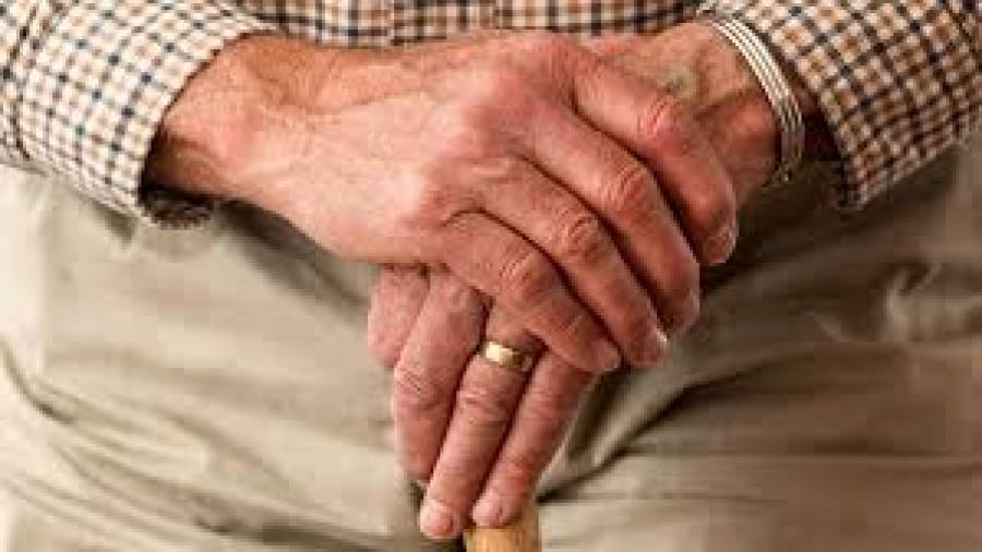 Újabb jó hír az időseknek: idén ősszel is kapnak nyugdíj prémiumot!