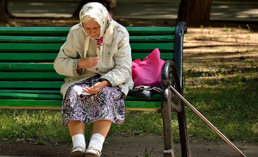 Tegnap a boltból kilépve találkoztam egy idős nénivel, akiWC papírra gyűjtött pénzt - Ami ekkor történt, attól még most is a sírás fojtogat!