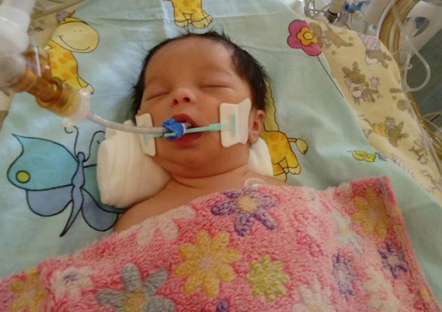 Elhunyt a kislány aki születése után agyhalott lett! Nyugodjon békében!