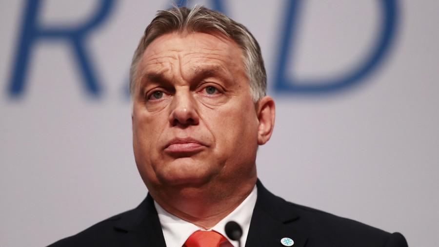 Történelmi pillanat: kirúgják Orbánt Európából