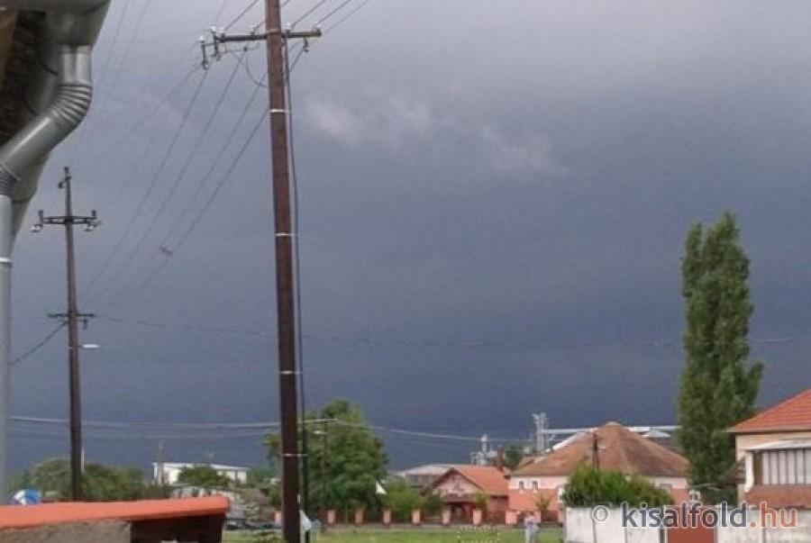 Időjárás: az ország egyik felében vihar míg másik felében hőség lesz