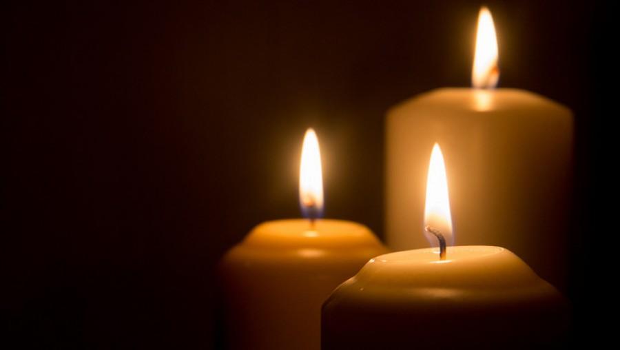 Felfoghatatlan tragédia! Összetört a gyásztól a magyar énekesnő
